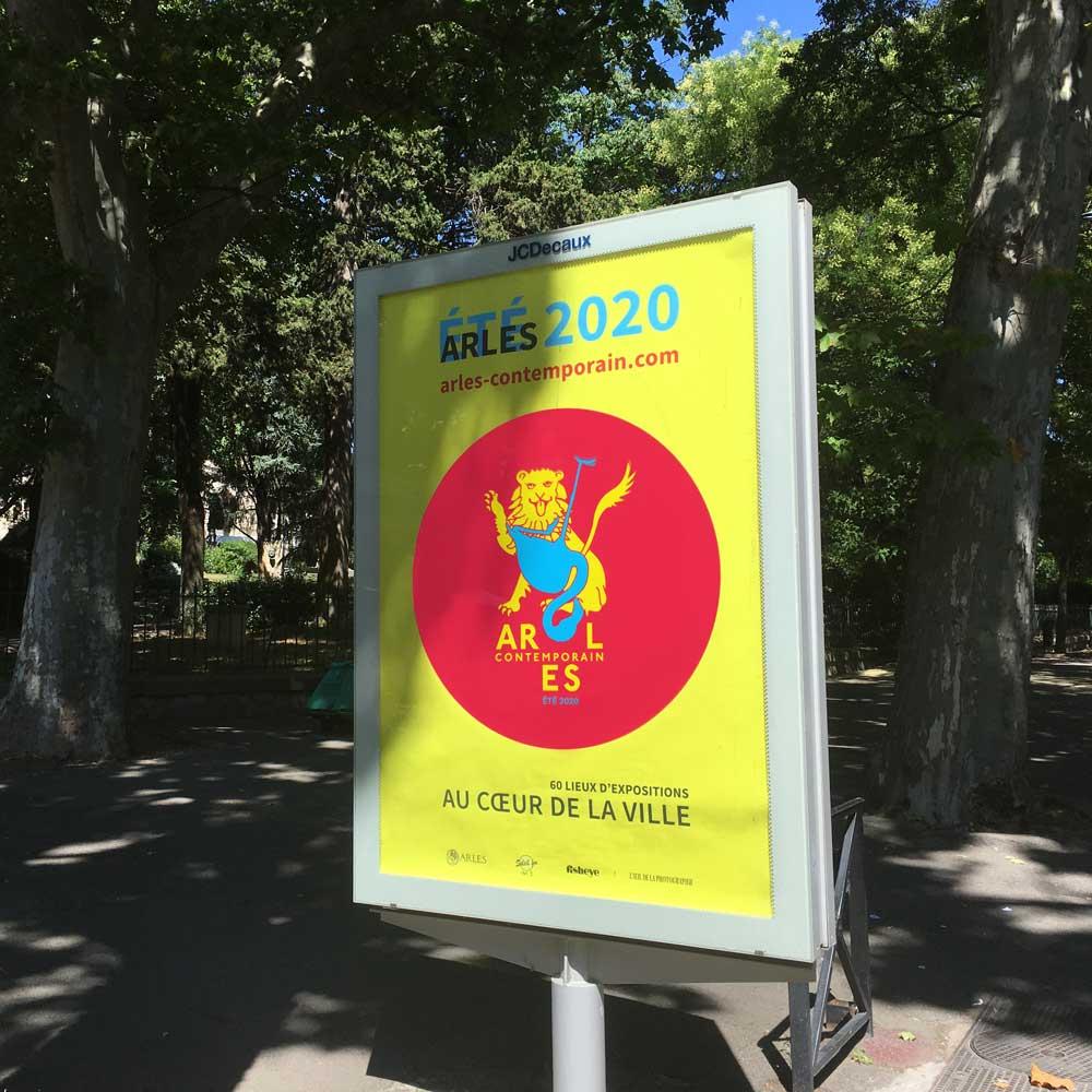 arles-contemporain-affiche-decaux